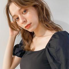ミルクティーベージュ アッシュベージュ ベージュカラー ミディアム ヘアスタイルや髪型の写真・画像