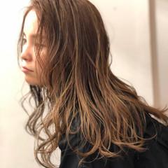 ナチュラル 3Dハイライト ナチュラルベージュ ロング ヘアスタイルや髪型の写真・画像