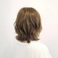 デート ハイライト ベージュ ミディアム ヘアスタイルや髪型の写真・画像