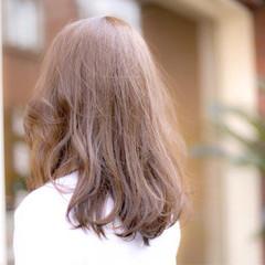 セミロング コンサバ アッシュ レイヤーカット ヘアスタイルや髪型の写真・画像