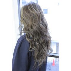 デート フリンジバング ロング パーマ ヘアスタイルや髪型の写真・画像