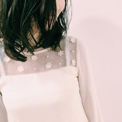 ミディアム 透明感 ダークアッシュ パーマ ヘアスタイルや髪型の写真・画像