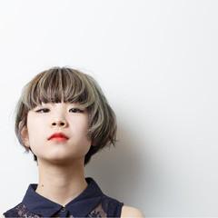 グレーアッシュ 個性的 モード ローライト ヘアスタイルや髪型の写真・画像