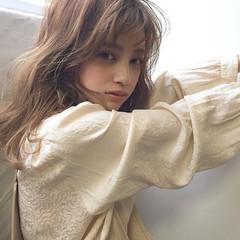 フェミニン 前髪あり セミロング ミルクティー ヘアスタイルや髪型の写真・画像