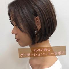 コンサバ ショートヘア グラデーションボブ バイオレットアッシュ ヘアスタイルや髪型の写真・画像