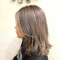 外国人風カラー ミディアム ミルクティーベージュ ミルクティーグレージュ ヘアスタイルや髪型の写真・画像