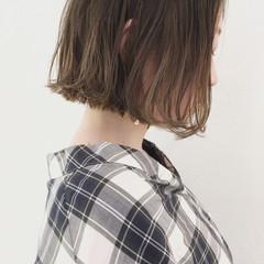 リラックス インナーカラー グレージュ 外国人風カラー ヘアスタイルや髪型の写真・画像