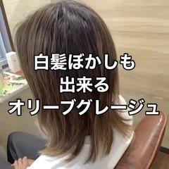 オリーブグレージュ 大人可愛い オリーブアッシュ カーキアッシュ ヘアスタイルや髪型の写真・画像