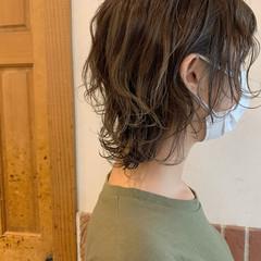 オリーブベージュ ウルフカット お洒落 ショート ヘアスタイルや髪型の写真・画像