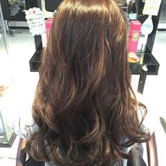 ハイライト ロング コンサバ グレーアッシュ ヘアスタイルや髪型の写真・画像