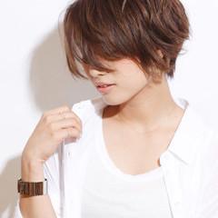 ジェンダーレス チークライン ショート 大人かわいい ヘアスタイルや髪型の写真・画像