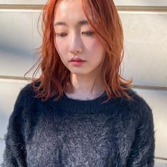 ハイトーンカラー ミディアム オレンジカラー ナチュラル ヘアスタイルや髪型の写真・画像