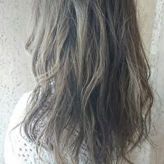 アッシュ セミロング フェミニン ゆるふわ ヘアスタイルや髪型の写真・画像