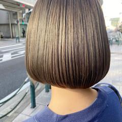 アッシュベージュ ナチュラル ブリーチカラー ブルーアッシュ ヘアスタイルや髪型の写真・画像