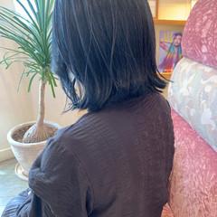 ボブ ネイビーカラー 外ハネボブ 切りっぱなしボブ ヘアスタイルや髪型の写真・画像