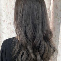 ミルクティーグレージュ アッシュグレージュ ロング エレガント ヘアスタイルや髪型の写真・画像
