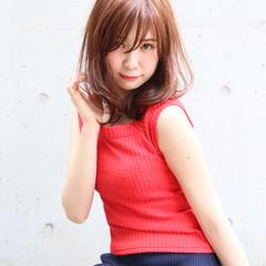 ガーリー ハイライト シースルーバング ミディアム ヘアスタイルや髪型の写真・画像