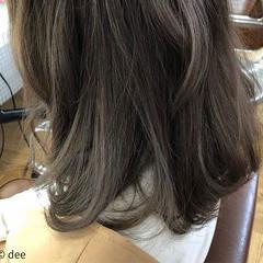 ブリーチなし アッシュグレージュ セミロング アッシュ ヘアスタイルや髪型の写真・画像