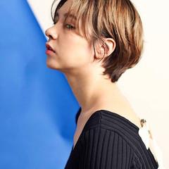 ショートヘア ハンサムショート シースルーバング フェミニン ヘアスタイルや髪型の写真・画像