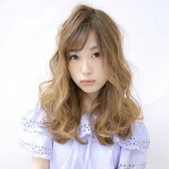 ガーリー セミロング フェミニン ハイライト ヘアスタイルや髪型の写真・画像