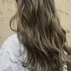 ナチュラル ミルクティー アッシュ ロング ヘアスタイルや髪型の写真・画像