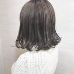 グレージュ ボブ ハイトーンカラー カジュアル ヘアスタイルや髪型の写真・画像