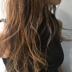 グラデーションカラー アッシュ ウェーブ ナチュラル ヘアスタイルや髪型の写真・画像