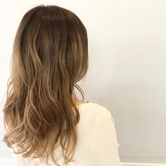 ダブルカラー セミロング 透明感 ナチュラル ヘアスタイルや髪型の写真・画像