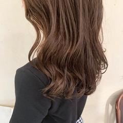 波ウェーブ アッシュベージュ 大人かわいい ナチュラル ヘアスタイルや髪型の写真・画像