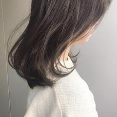 グレージュ ミディアム ヘアアレンジ アンニュイほつれヘア ヘアスタイルや髪型の写真・画像