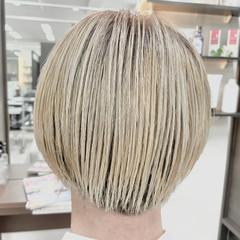 ミルクティーベージュ ハイトーンカラー ショートボブ モード ヘアスタイルや髪型の写真・画像