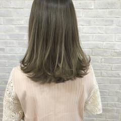 伸ばしかけ アンニュイ グレージュ ナチュラル ヘアスタイルや髪型の写真・画像