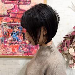 ナチュラル 大人女子 前下がり 前下がりショート ヘアスタイルや髪型の写真・画像
