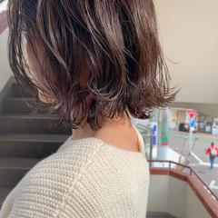 外ハネボブ グレーアッシュ 暗髪女子 ボブ ヘアスタイルや髪型の写真・画像