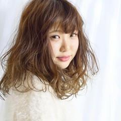 セミロング フェミニン グラデーションカラー ゆるふわ ヘアスタイルや髪型の写真・画像