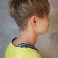 ベリーショート 大人かわいい ハイトーンカラー ハイトーン ヘアスタイルや髪型の写真・画像