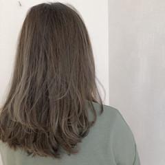 ナチュラル 切りっぱなしボブ 極細ハイライト アッシュグレージュ ヘアスタイルや髪型の写真・画像