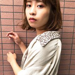 女っぽヘア デート ミルクティーブラウン ナチュラル ヘアスタイルや髪型の写真・画像