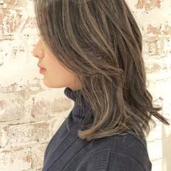 デート ミディアム ナチュラル オフィス ヘアスタイルや髪型の写真・画像