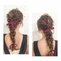 アップスタイル センターパート ヘアアレンジ ウェーブ ヘアスタイルや髪型の写真・画像