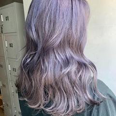 セミロング ラベンダーグレージュ ラベンダーアッシュ ストリート ヘアスタイルや髪型の写真・画像