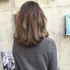 セミロング グラデーションカラー ハイライト 大人かわいい ヘアスタイルや髪型の写真・画像