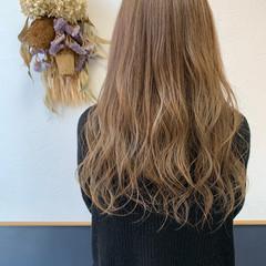ミルクティーベージュ ベージュ ロング お洒落に ヘアスタイルや髪型の写真・画像