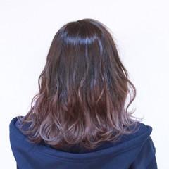 ミディアム ハイトーン 外国人風 グラデーションカラー ヘアスタイルや髪型の写真・画像