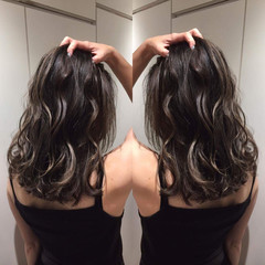 ミディアム ハイライト 斜め前髪 リラックス ヘアスタイルや髪型の写真・画像