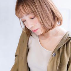 透明感カラー ミルクティーベージュ モード アッシュベージュ ヘアスタイルや髪型の写真・画像