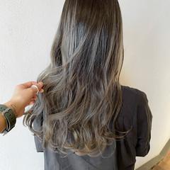 ホワイトグレージュ グレージュ アッシュグラデーション ホワイトグラデーション ヘアスタイルや髪型の写真・画像
