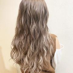 デート 外国人風カラー グラデーションカラー 巻き髪 ヘアスタイルや髪型の写真・画像