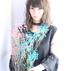 ヘアアレンジ グレーアッシュ 外国人風 セミロング ヘアスタイルや髪型の写真・画像