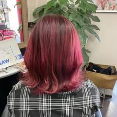 ピンクバイオレット ピンク グラデーション ミディアム ヘアスタイルや髪型の写真・画像